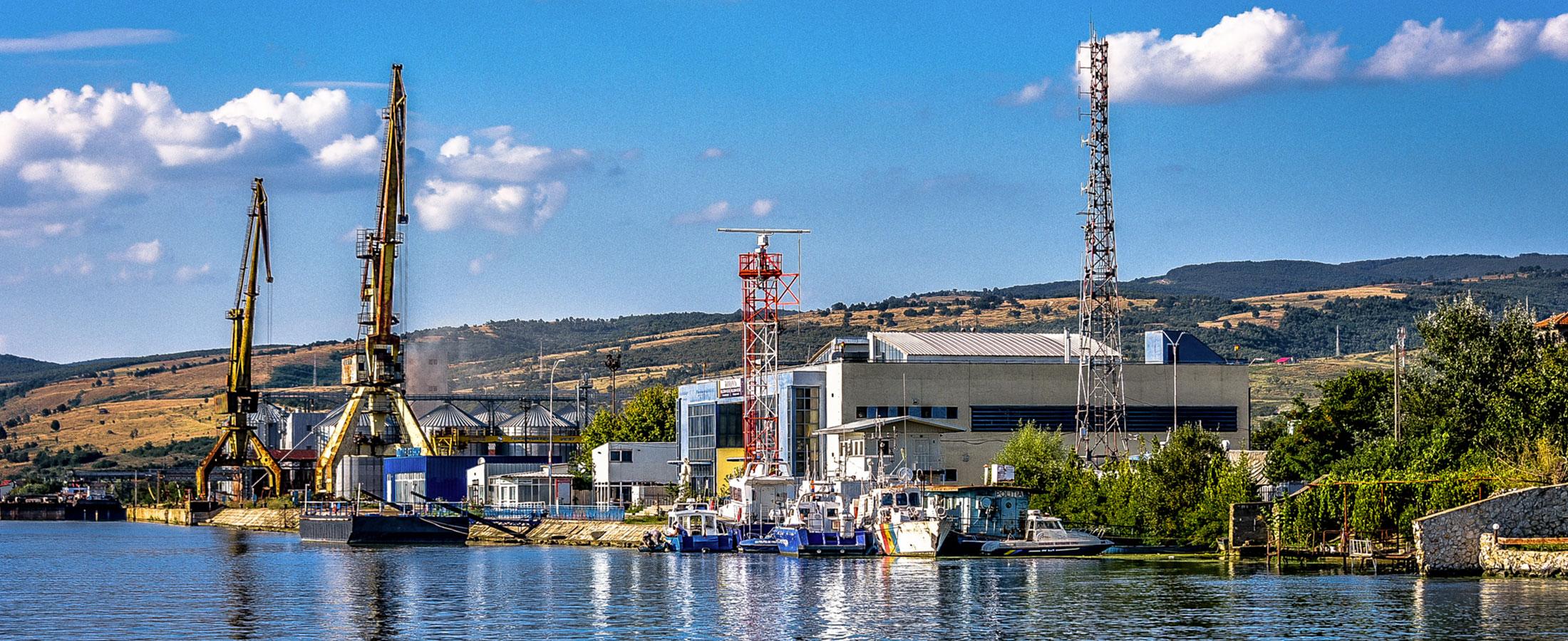 Panoramica-Portul-din-Moldova-Noua